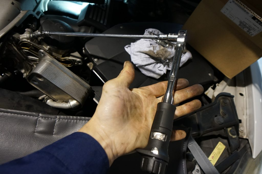 BMW 車検 3シリーズ E91 オイル漏れ修理 オイルフィルターハウジングパッキン交換
