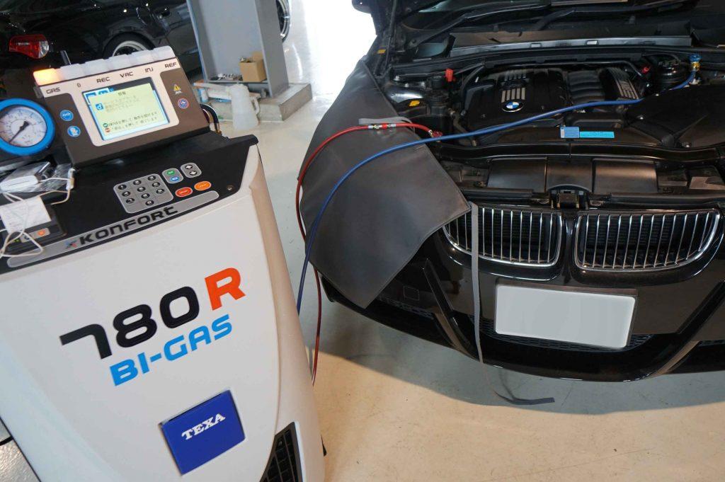 BMW E90車検整備 2018/8/4 バッテリーの交換には診断機で登録が必須です。