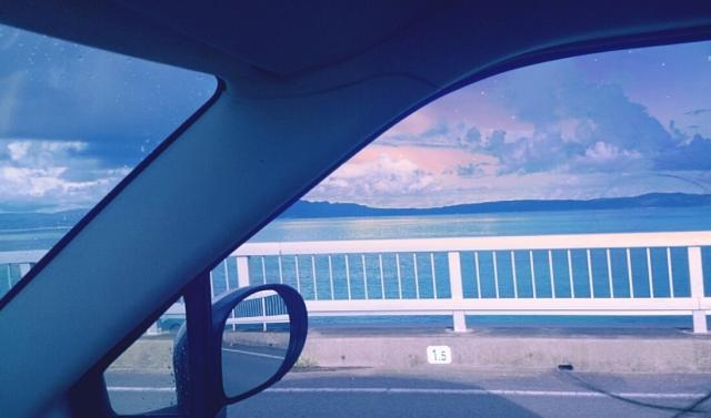 夏の海ドライブの様子