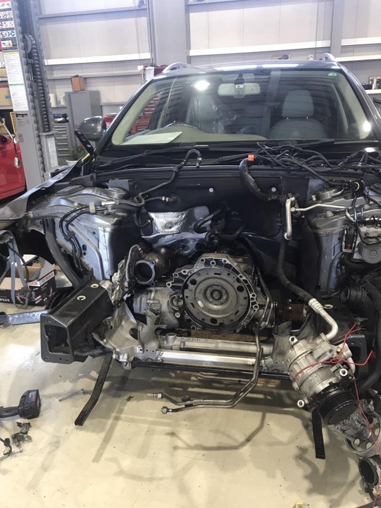 【アウディA4エンジン交換 】バルブがピストンに当たって粉々に……